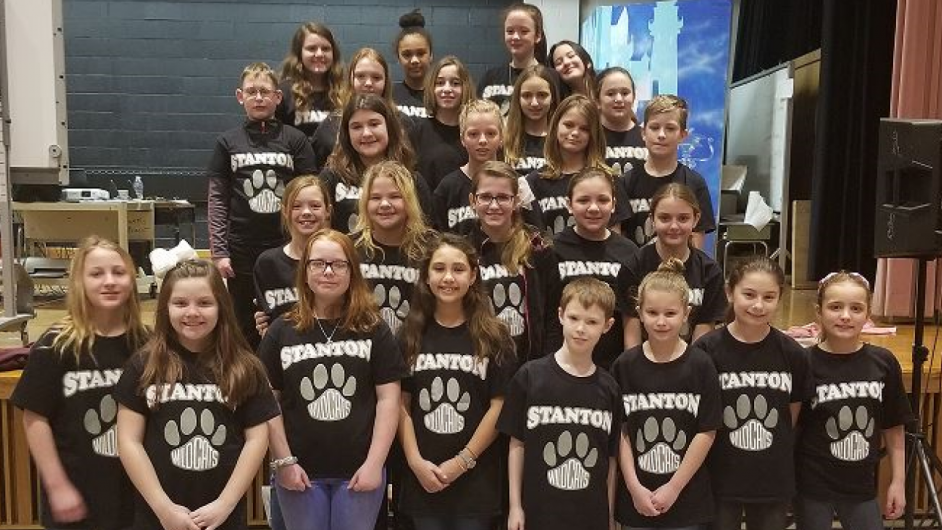 Stanton-Singers-at-Nailers-Game-1024x530